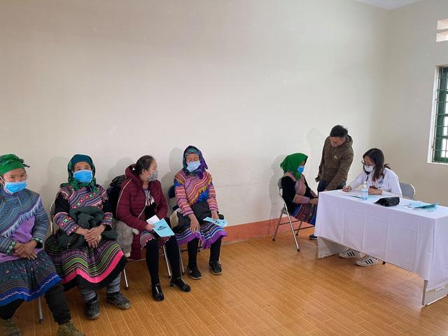 Khám, chữa bệnh miễn phí cho đồng bào vùng cao Lào Cai - Ảnh 2.