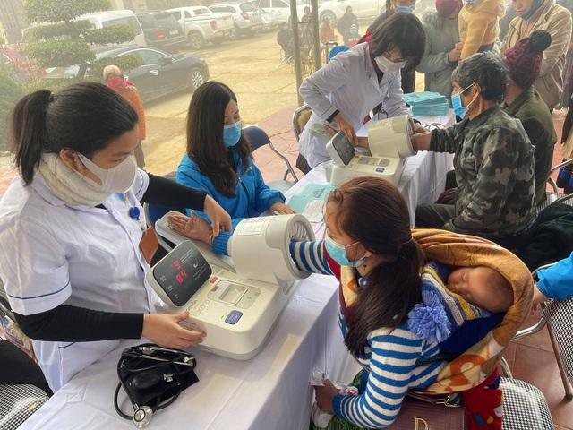 Khám, chữa bệnh miễn phí cho đồng bào vùng cao Lào Cai - Ảnh 1.