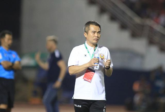 Hồng Lĩnh Hà Tĩnh phàn nàn trọng tài sau trận thua CLB TP. Hồ Chí Minh - Ảnh 2.