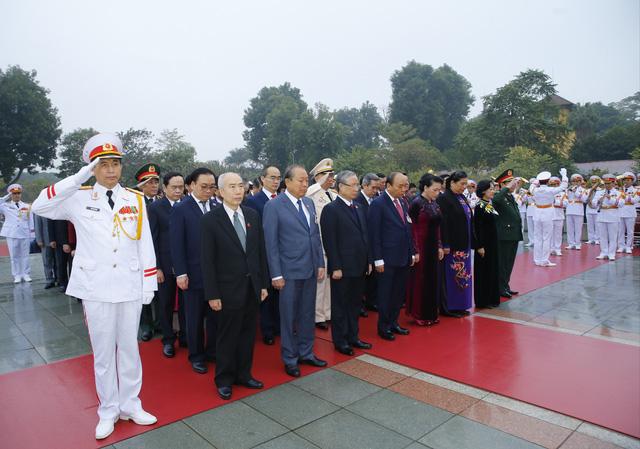 Đại biểu dự Đại hội XIII của Đảng vào Lăng viếng Chủ tịch Hồ Chí Minh - Ảnh 11.