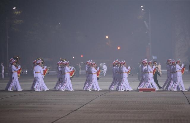 Đại biểu dự Đại hội XIII của Đảng vào Lăng viếng Chủ tịch Hồ Chí Minh - Ảnh 8.