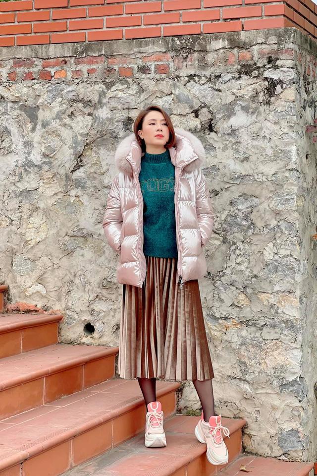 Hồng Diễm khác lạ với style nhà có gì mặc nấy ở Hướng dương ngược nắng - Ảnh 2.