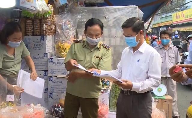 TP Hồ Chí Minh tăng cường kiểm tra an toàn thực phẩm tại các khu chợ dân sinh - Ảnh 1.
