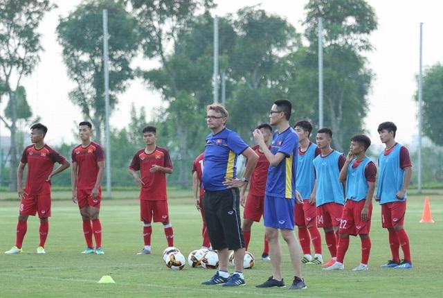 AFC hủy một loạt giải trẻ do dịch COVID-19, bóng đá Việt Nam bị ảnh hưởng - Ảnh 3.