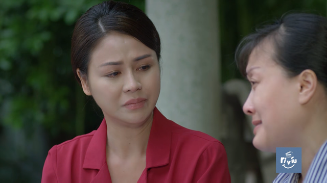 Hướng dương ngược nắng - Tập 20: Minh (Lương Thu Trang) nghẹn ngào ôm chặt người mẹ ngây ngây dại dại - Ảnh 1.