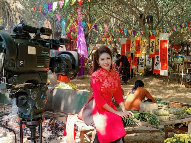 BTV Minh Trang rạng rỡ đón Xuân sớm trong Chiều cuối năm - Ảnh 1.