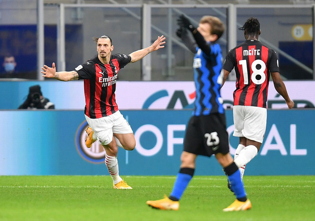 Inter Milan 2-1 AC Milan: Chiếc thẻ đỏ tai hại của Ibrahimovic - Ảnh 1.