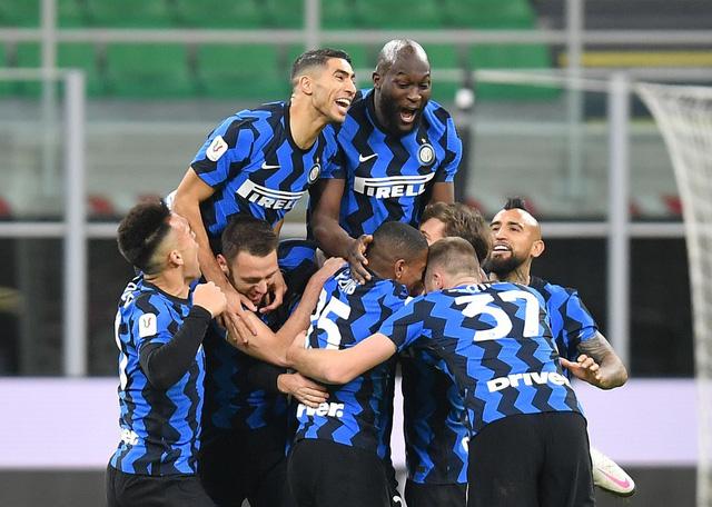 Inter Milan 2-1 AC Milan: Chiếc thẻ đỏ tai hại của Ibrahimovic - Ảnh 3.
