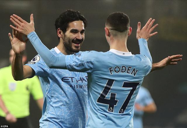 Tạo cơn mưa bàn thắng, Man City chiếm ngôi đầu Ngoại hạng Anh - Ảnh 1.