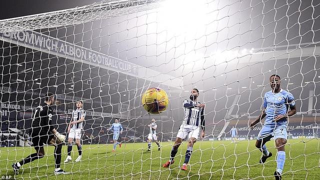 Tạo cơn mưa bàn thắng, Man City chiếm ngôi đầu Ngoại hạng Anh - Ảnh 2.