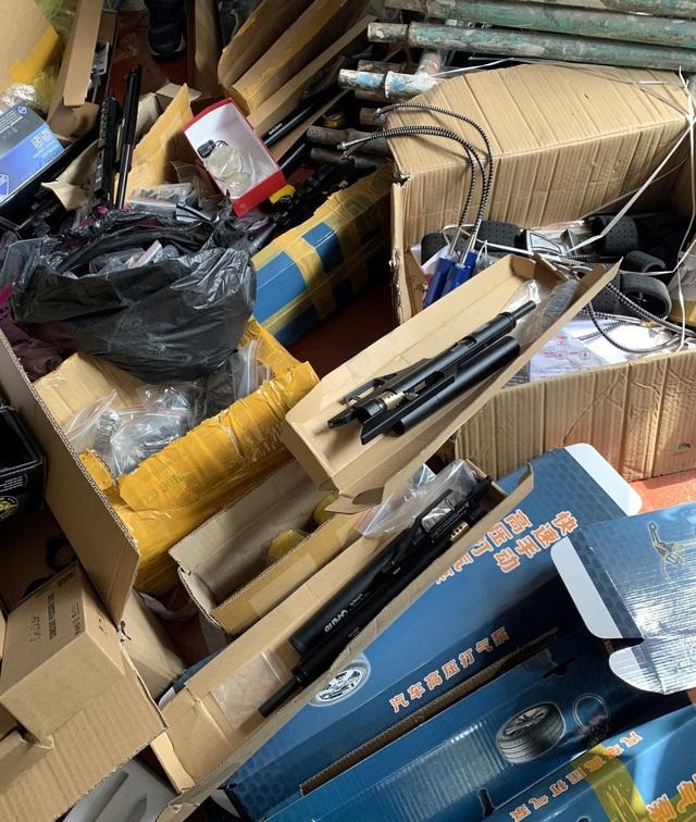 Bắt đối tượng tàng trữ, mua bán hơn 1,5 nghìn linh kiện súng hơi - Ảnh 1.