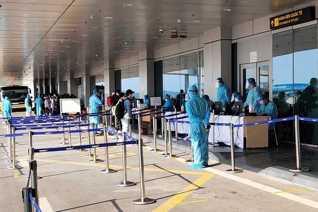 Ra quyết định đóng cửa sân bay Vân Đồn 15 ngày chống dịch COVID-19 - Ảnh 1.