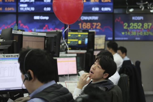 Giới trẻ Trung Quốc ồ ạt đổ tiền vào chứng khoán - Ảnh 1.