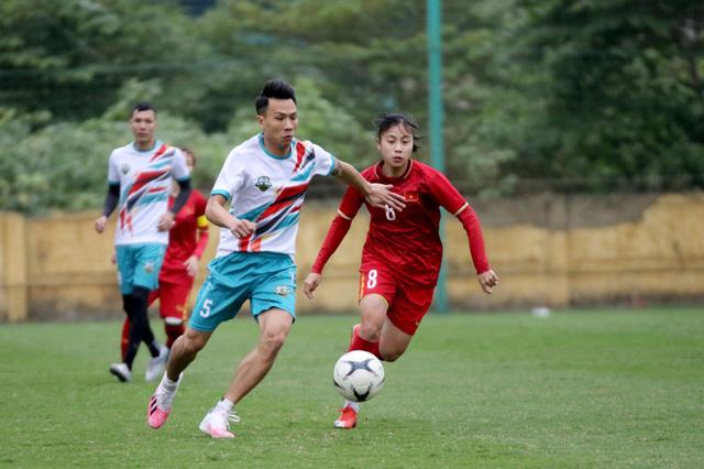 Giao hữu: ĐT nữ Việt Nam trút cơn mưa bàn thắng vào lưới cựu cầu thủ Hà Nội - Ảnh 3.