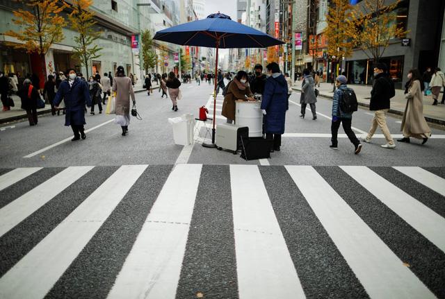 Nhật Bản đứng trước sức ép phải ban bố tình trạng khẩn cấp do dịch COVID-19 - Ảnh 1.