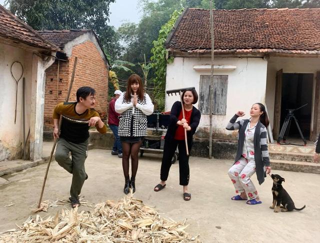 """Thanh Hương, Huyền Thạch nhí nhố hậu trường phim """"Mùa hoa tìm lại""""   VTV.VN"""