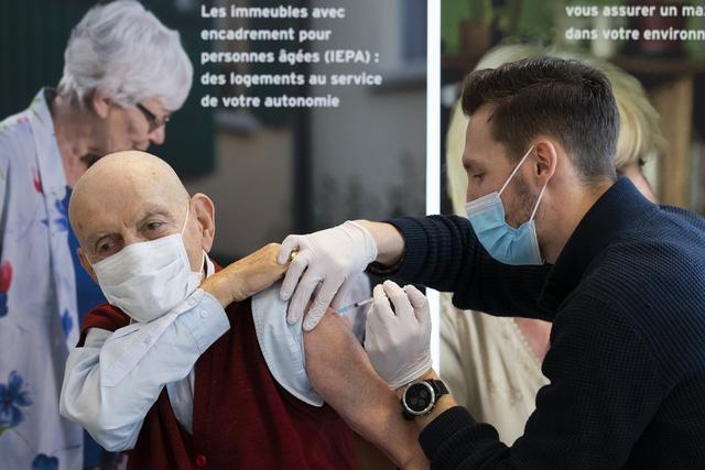 Hơn 85,3 triệu người nhiễm COVID-19 trên thế giới, Mỹ lo ngại sụp đổ hệ thống y tế - Ảnh 2.