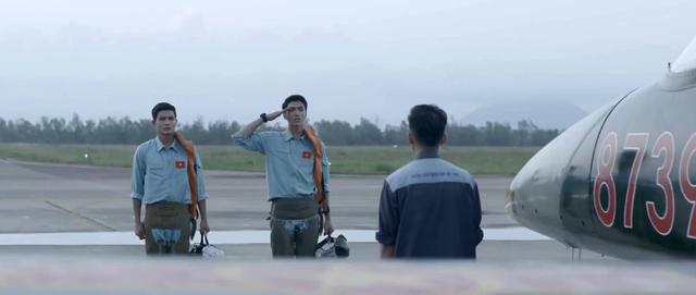 Phim Tết Yêu hơn cả bầu trời: Câu chuyện đẹp đẽ về tình thầy trò và đồng chí - Ảnh 2.