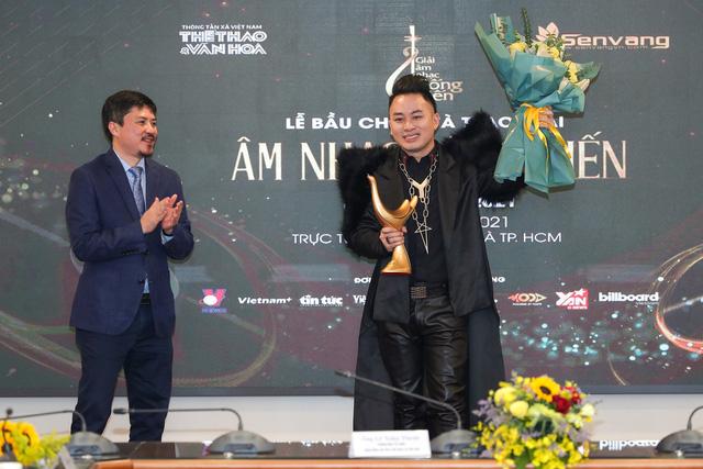 Giải âm nhạc Cống hiến 2021: Tùng Dương giành cú ăn ba, Hoa  nở không màu là Bài hát của năm - Ảnh 1.