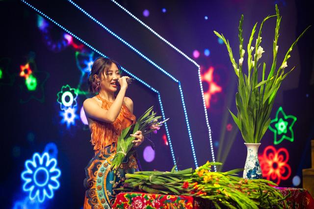 Đón Tết cùng VTV 2021: Văn Mai Hương và Hồ Trung Dũng song ca Tết đón xuân về - Ảnh 5.