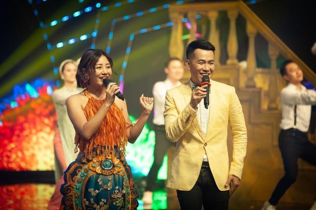 Đón Tết cùng VTV 2021: Văn Mai Hương và Hồ Trung Dũng song ca Tết đón xuân về - Ảnh 7.