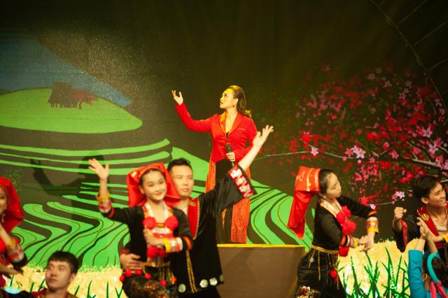 Đón Tết cùng VTV 2021: Khánh Linh hứa hẹn mang đến màn trình diễn độc đáo  - Ảnh 1.