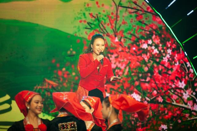 Đón Tết cùng VTV 2021: Khánh Linh hứa hẹn mang đến màn trình diễn độc đáo  - Ảnh 3.