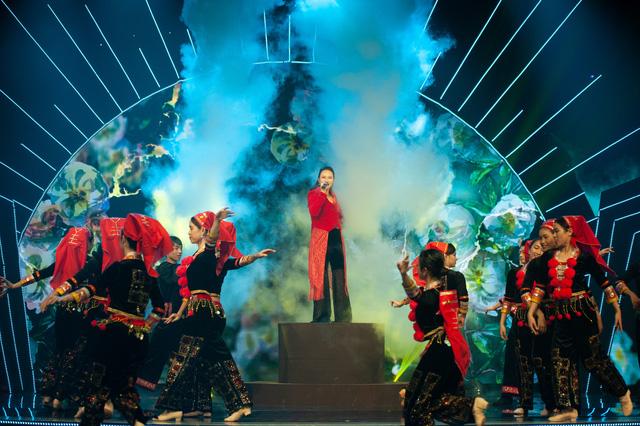 Đón Tết cùng VTV 2021: Khánh Linh hứa hẹn mang đến màn trình diễn độc đáo  - Ảnh 4.