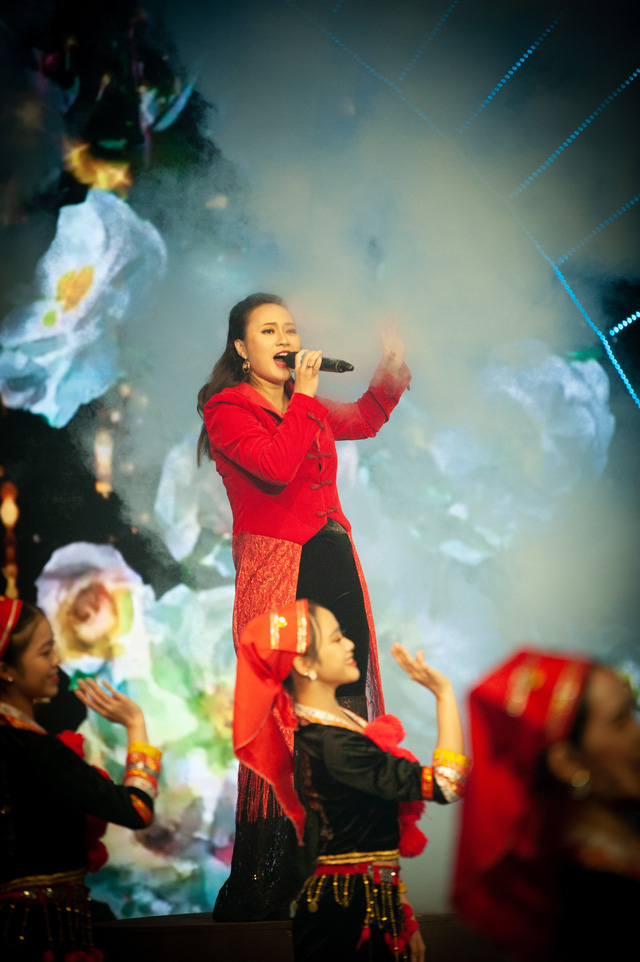 Đón Tết cùng VTV 2021: Khánh Linh hứa hẹn mang đến màn trình diễn độc đáo  - Ảnh 6.