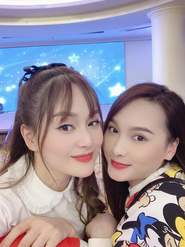 Hồng Diễm, Bảo Thanh và loạt nữ diễn viên xinh đẹp bất ngờ tụ họp - Ảnh 1.