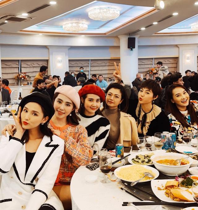 Hồng Diễm, Bảo Thanh và loạt nữ diễn viên xinh đẹp bất ngờ tụ họp - Ảnh 2.