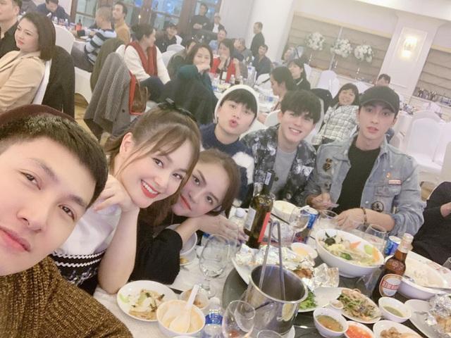 Hồng Diễm, Bảo Thanh và loạt nữ diễn viên xinh đẹp bất ngờ tụ họp - Ảnh 4.