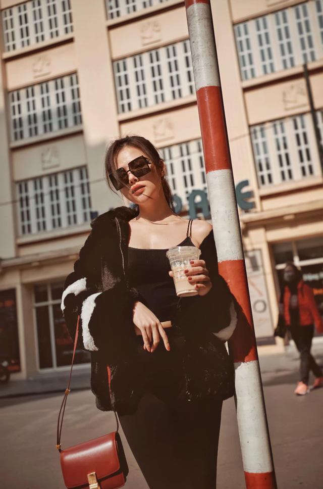 Phanh Lee tung bộ ảnh hờ hững giữa phố Đông Hà Nội - Ảnh 1.