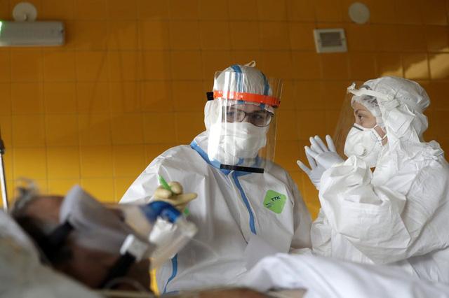 Hơn 88,3 triệu người mắc COVID-19 trên toàn cầu, WHO kêu gọi tăng cường ngăn chặn biến thể mới - Ảnh 2.