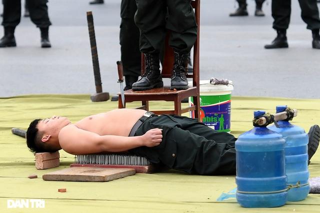 ẢNH: Diễn tập xử lý gây rối, đánh bắt khủng bố bảo vệ Đại hội XIII của Đảng - Ảnh 3.