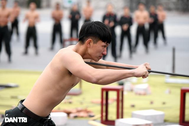 ẢNH: Diễn tập xử lý gây rối, đánh bắt khủng bố bảo vệ Đại hội XIII của Đảng - Ảnh 5.