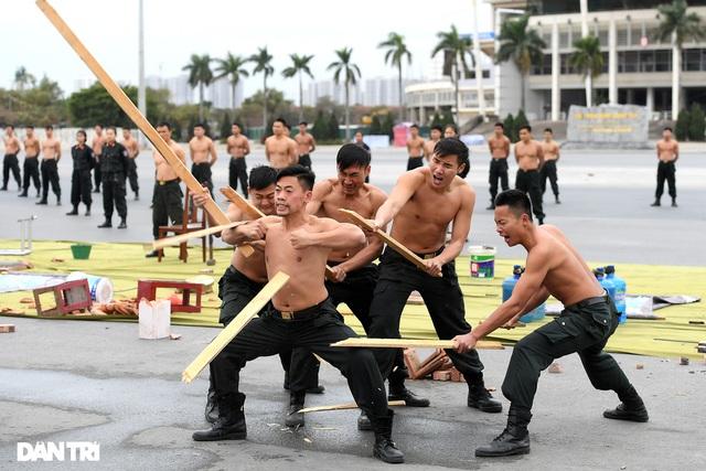 ẢNH: Diễn tập xử lý gây rối, đánh bắt khủng bố bảo vệ Đại hội XIII của Đảng - Ảnh 4.