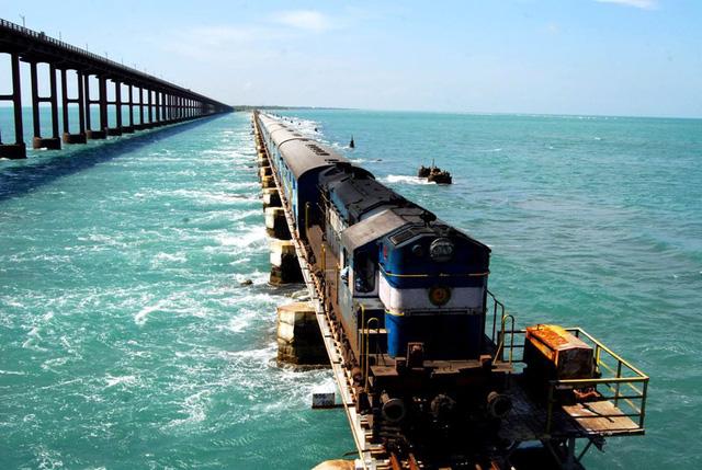 """""""Thót tim"""" trước 6 đường tàu nguy hiểm nhất thế giới - ảnh 2"""