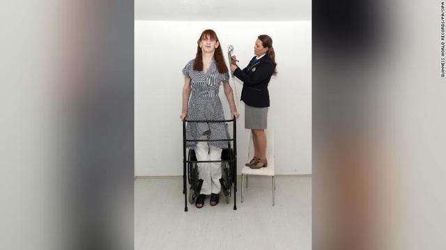 Kỷ lục Guinness xác nhận người phụ nữ cao nhất thế giới ở Thổ Nhĩ Kỳ - ảnh 2