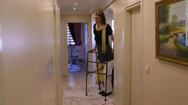 Kỷ lục Guinness xác nhận người phụ nữ cao nhất thế giới ở Thổ Nhĩ Kỳ - ảnh 1