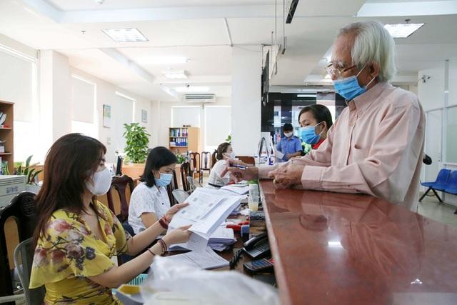 Người dân tăng mua bảo hiểm trong làn sóng dịch COVID-19 - ảnh 1