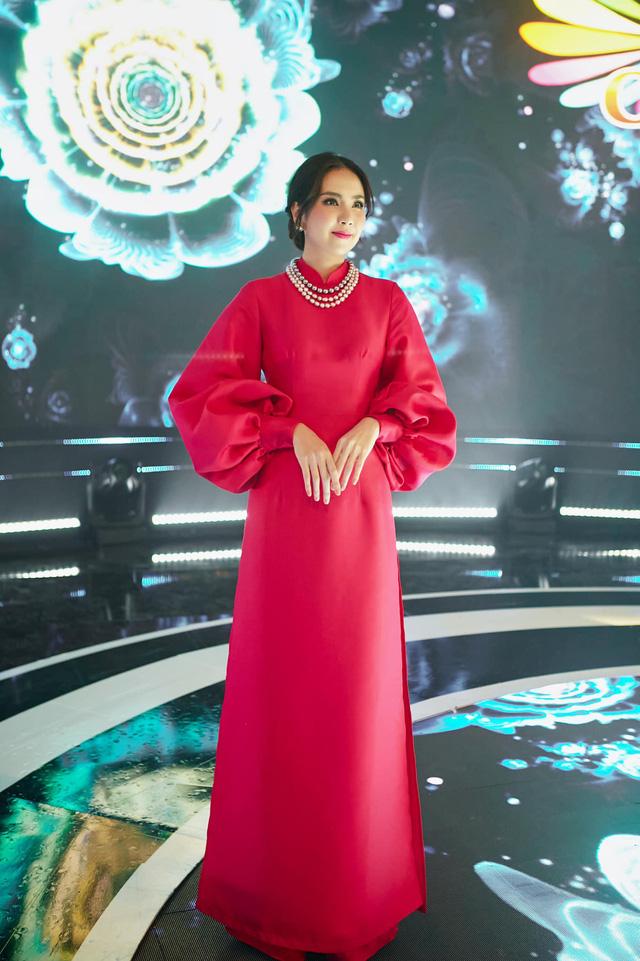 BST hồng chói lọi kén người mặc của BTV Mai Ngọc - ảnh 14