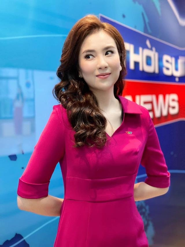 BST hồng chói lọi kén người mặc của BTV Mai Ngọc - ảnh 4