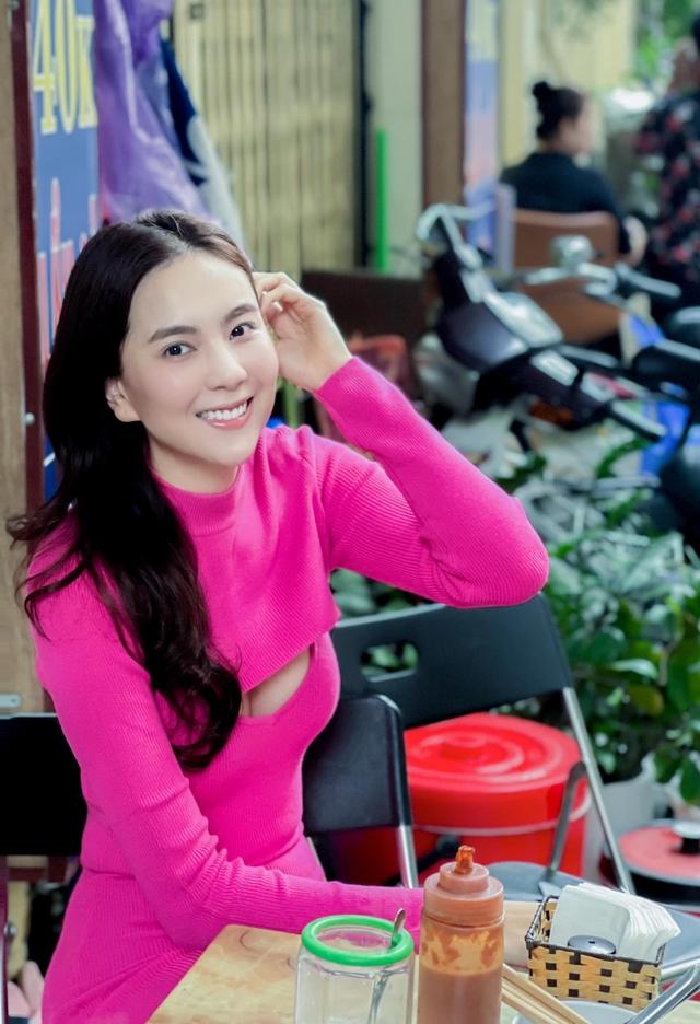 BST hồng chói lọi kén người mặc của BTV Mai Ngọc - ảnh 2