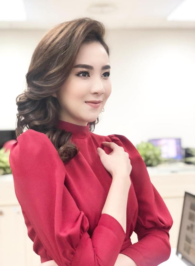 BST hồng chói lọi kén người mặc của BTV Mai Ngọc - ảnh 24