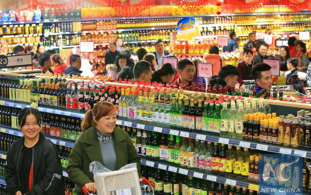 Nhiều người chọn ăn Tết tại thành phố, doanh số quà tặng tại Trung Quốc tăng mạnh - Ảnh 1.
