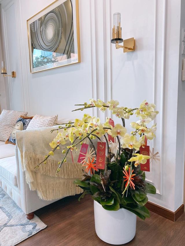 Căn hộ vừa đẹp vừa sang của Hồng Loan sáng bừng vì hoa dịp Tết - Ảnh 5.
