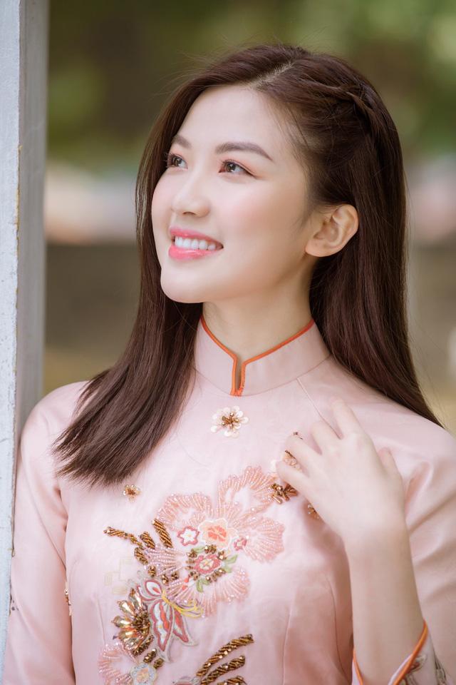 Diện áo dài đón Xuân, dàn nữ diễn viên Việt ai xinh hơn ai? - Ảnh 2.