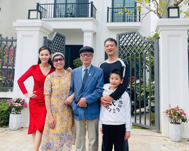Bảo Thanh, Phương Oanh và dàn diễn viên xinh đẹp đồng loạt khoe ảnh bên gia đình ngày Tết - Ảnh 9.