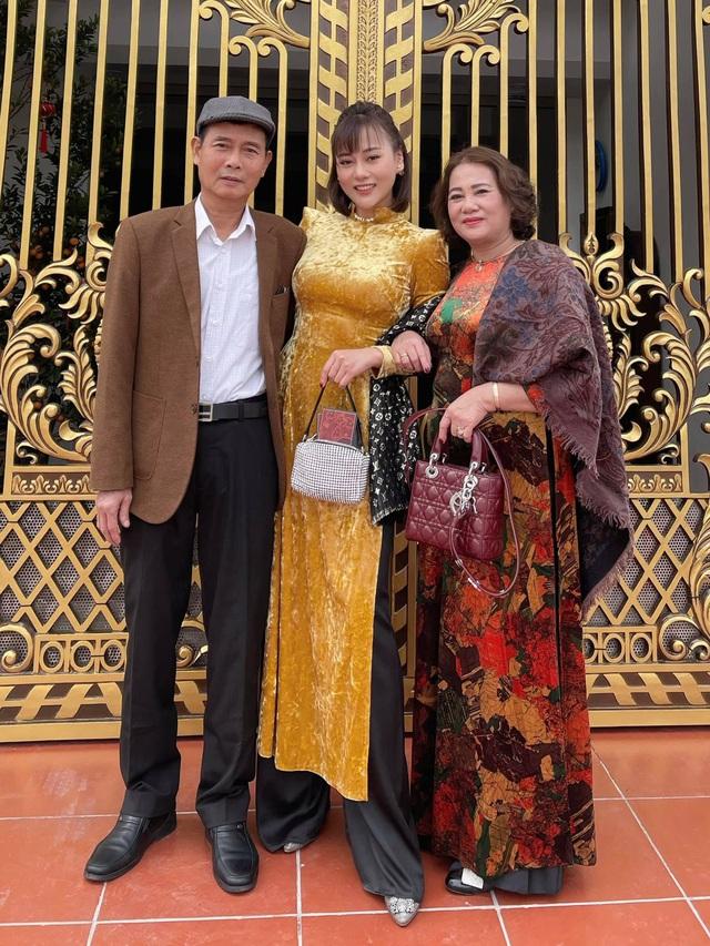 Bảo Thanh, Phương Oanh và dàn diễn viên xinh đẹp đồng loạt khoe ảnh bên gia đình ngày Tết - Ảnh 2.